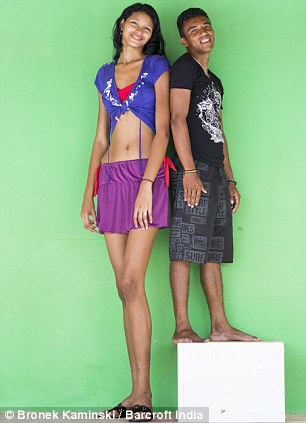¿Cuánto mide Elisany Silva Da Cruz? - Altura - Real height Tallest-girl-4